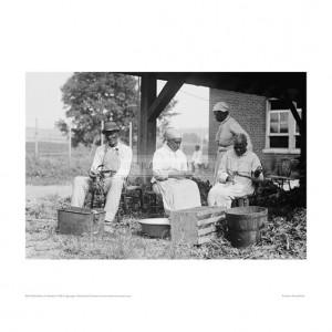 SLA105 Ex-Slaves on Plantation, 1920